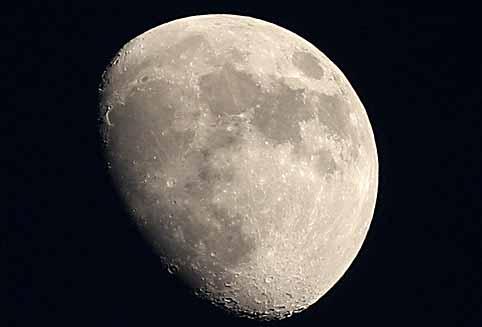 05半月は凹凸がよくわかる.jpg